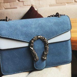 Заказать голубую женскую двухцветную сумку с двумя отделениями на цепочке онлайн