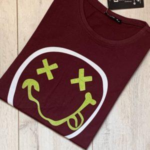 Купить бордо мужскую люминесцентную футболку со смайликом (размер 46-54) выгодно