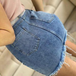 Купить голубую женскую джинсовую рваную юбку с поясом в комплекте хорошего качества
