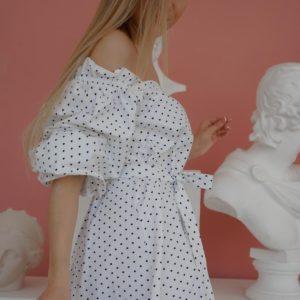 Купить женское белое летнее платье миди с открытыми плечами и объемными рукавами (размер 42-50) по низким енам