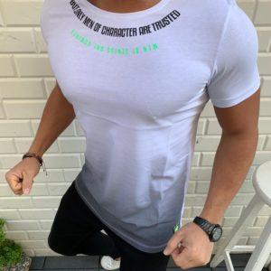 Заказать белую мужскую футболку с градиентом и надписью (размер 48-54) выгодно