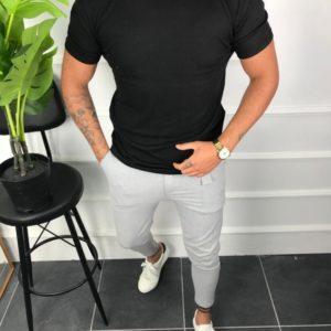 Приобрести черную мужскую базовую футболку с круглым вырезом (размер 46-52) по скидке