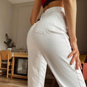 Приобрести женские белые джинсы Mom на высокой посадке в Украине