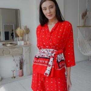 Приобрести красный женский костюм тройка: шорты, топ и кофта свободного кроя (размер 42-54) выгодно