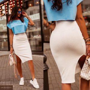 Купить голубой/белый женский костюм двойка: юбка миди с разрезом+оверсайз топ по скидке