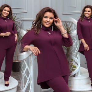Купить бордо женский брючный костюм с туникой с воротником-стойкой (размер 50-56) по низким ценам