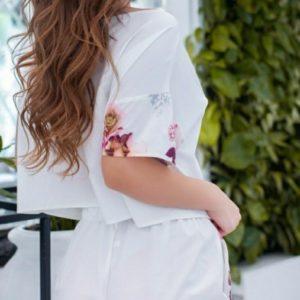 Приобрести белый женский костюм: футболка на завязках+шорты с цветочным принтом (размер 42-56) хорошего качества