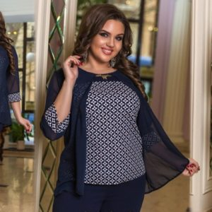 Заказать ромбик/синий женский брючный костюм с принтованной кофтой с шифоном (размер 48-54) по скидке