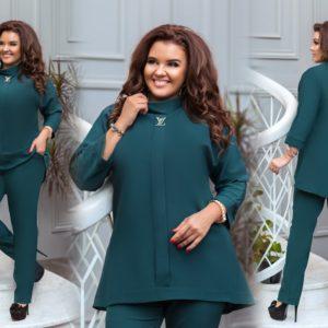 Заказать зеленый женский брючный костюм с туникой с воротником-стойкой (размер 50-56) онлайн