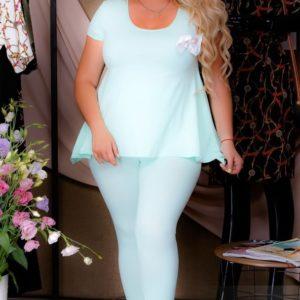 Приобрести голубой женский летний трикотажный костюм с легкой баской (размер 54-60) недорого