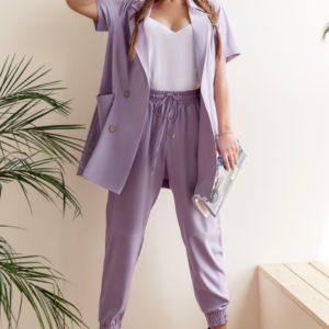 Приобрести лавандовый женский костюм двойка: штаны на резинке+пиджак с короткими рукавами (размер 42-58) по низким ценам