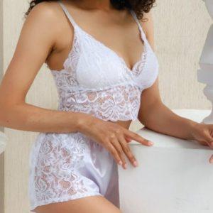 Купить женскую белую пижаму с кружевным топом и шортами (размер 42-48) выгодно