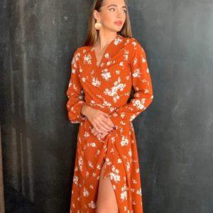 Заказать терракотовое женское платье на запах с поясом в цветочный принт по низким ценам