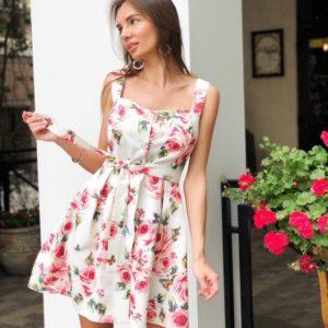 Купить белое женское короткое платье с цветочным принтом на широких бретельках онлайн