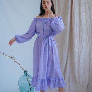 Купить лиловое женское хлопковое платье миди с открытыми плечами и длинным рукавом выгодно