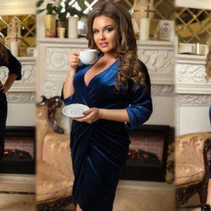 Заказать электрик синее женское элегантное платье на запах из велюра (размер 48-54) онлайн