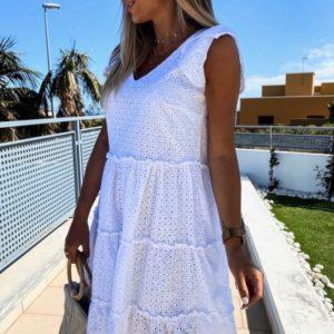 Купить белое женское свободное платье из прошвы с воланами и рукавами-бабочками онлайн