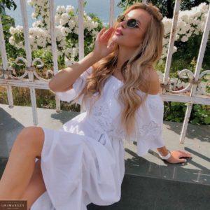 Купить женское длинное белое летнее платье с открытыми плечами (размер 42-52) онлайн