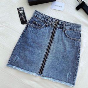 Приобрести синюю женскую джинсовую юбку на змейке с необработанным краем недорого