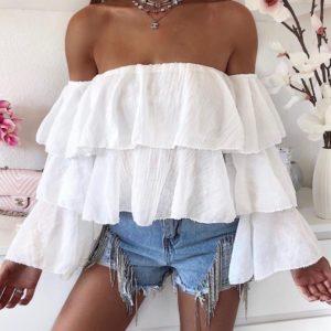 Заказать белую женскую с рюшами из жатки с открытыми плечами летнюю блузку онлайн