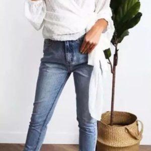 Купить белую женскую шифоновую блузку на запах с длинным рукавом по скидке