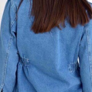Заказать женскую голубую джинсовку с царапками на змейке дешево