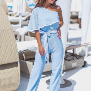 Купить голубого цвета летний женский комбинезон с лампасами на одно плечо (размер 42-48) по скидке