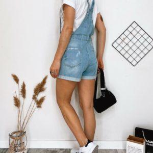 Приобрести женский голубой джинсовый комбинезон с шортами по скидке