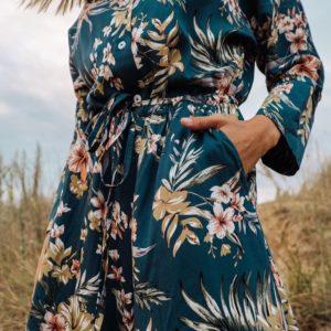 Заказать морского цвета женский летний комбинезон из штапеля с цветочным принтом по скидке
