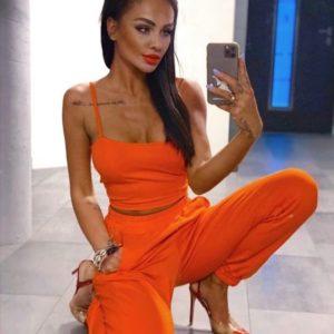 Заказать женский трикотажный костюм оранжевого цвета недорого топ на бретельках + штаны на резинке