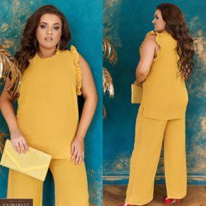 Заказать горчица женский легкий брючный костюм с рюшами (размер 48-66) выгодно