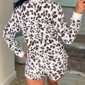 Приобрести белый тигровый женский трикотажный костюм: кофта с длинным рукавом+шорты (размер 42-48) недорого