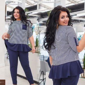 Приобрести женский синий брючный костюм с кофтой в вертикальную полоску (размер 50-56) дешево