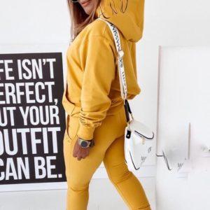 Приобрести женский горчичный спортивный костюм из двухнитки с капюшоном (размер 42-48) дешево