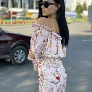 Придбати білий костюм в квітковий принт для жінок на літо з топом і шортами в Україні