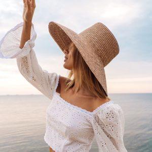 Заказать белый костюм из прошвы: топ с открытыми плечами и юбка с оборками для женщин по низким ценам