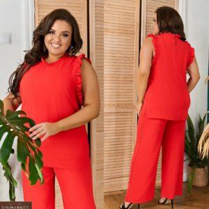 Купить красный женский легкий брючный костюм с рюшами (размер 48-66) по скидке