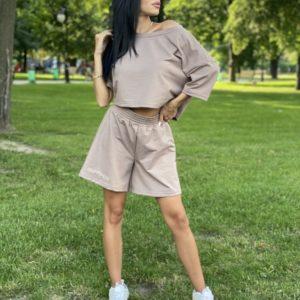 Придбати бежевий трикотажний oversize костюм для жінок з вишивкою: шорти + футболка в інтернеті