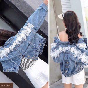 Купить женскую голубую джинсовую куртку с вышивкой цветы и бахромой из камней по низким ценам