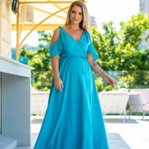 Заказать голубое на запах нежное платье для женщин с поясом и открытыми плечами (размер 48-64) дешево
