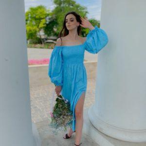 Приобрести летнее платье длины макси из льна с вышивкой с объемными рукавами голубого цвета для женщин (размер 42-58) выгодно