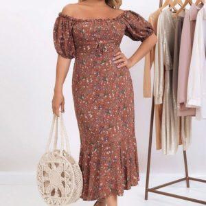 Купить коричневое цветочное платье для женщин из штапеля с открытыми плечами (размер 50-56) в Украине
