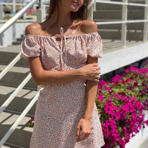 Приобрести женское платье мини светлое в мелкий цветочный принт на лето с открытыми плечами недорого