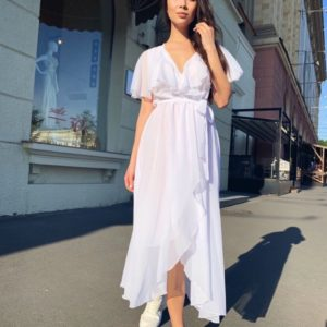 Заказать женское нежное белое платье из шифона на запах по низким ценам
