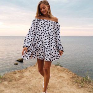 Купить женское белое Платье оверсайз в горошек и с длинным рукавом в Украине