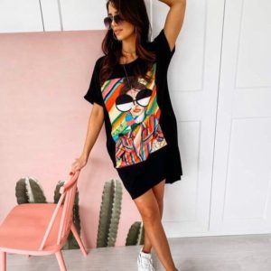 Заказать черное женское трикотажное платье свободного кроя с ярким принтом (размер 42-50) онлайн
