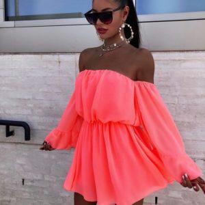 Заказать кораллового цвета для женщин платье с длинными широкими рукавами недорого с открытыми плечами