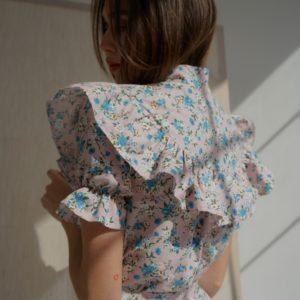 Купити закриту сіру сукню з льону з рюшами в квітковий принт жіноче (розмір 42-58) вигідно