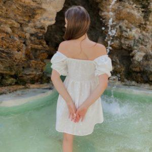 Приобрести женское платье из хлопка с вышивкой и перфорацией белого цвета выгодно