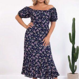 Купить синее платье в цветы из штапеля с открытыми плечами (размер 50-56) женское дешево
